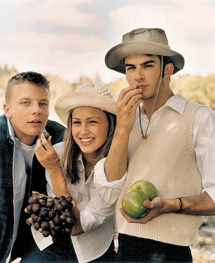 http://ian-somerhalder.narod.ru/pic/guess_fall/original/guess_fall1998_05.jpg